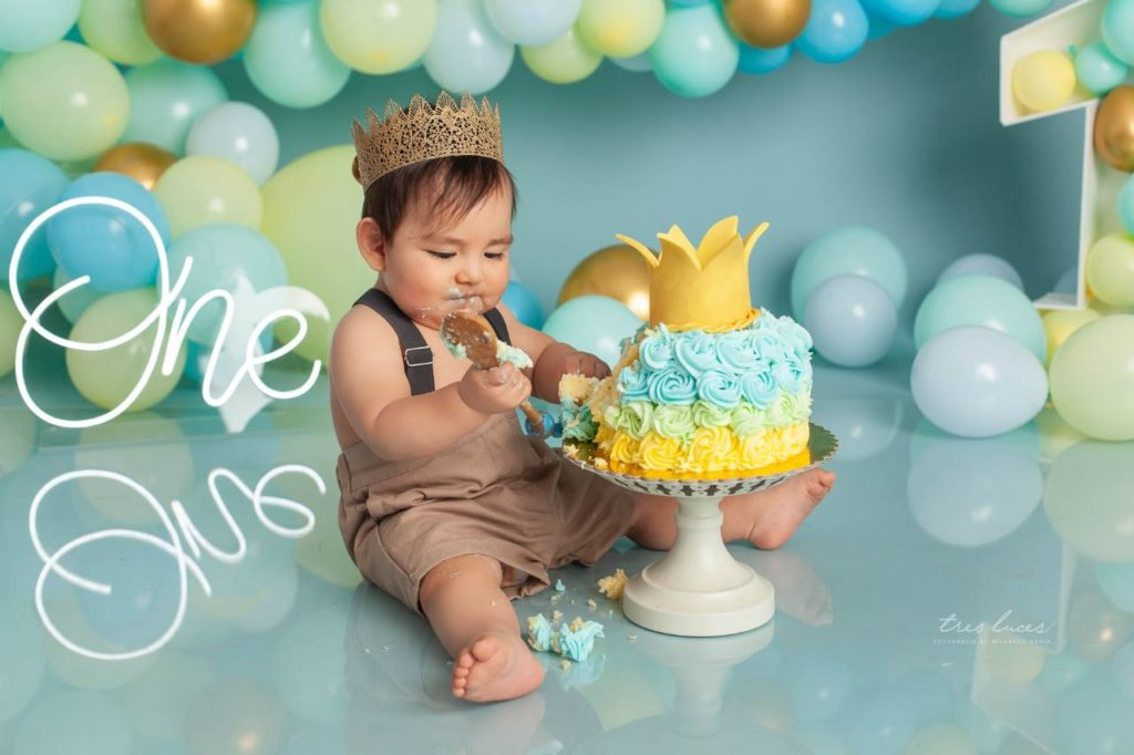 sesion de fotos con pastel niño
